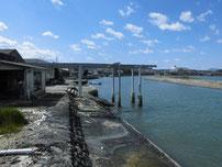 椎田漁港 河口沿い護岸 の写真