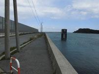 九電裏10号岸壁 沖向きの護岸の写真