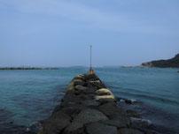 橋本川河口 左岸の波止の写真