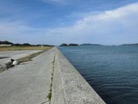 伊上漁港 護岸の写真