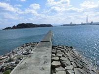苅田赤灯台 短波止 の写真