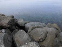 角島 牧崎の波止 崩れかかっている場所の写真