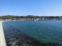 埴生漁港 左側護岸 の写真