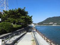 和布刈遊歩道 塩水プール前から関門橋側の写真
