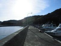 白潟漁港 左側の波止の写真