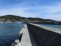 大浦漁港 右側の波止の写真