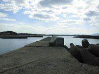 岩屋漁港 内波止の写真