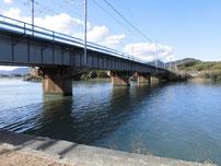 木屋川 JR橋桁の写真