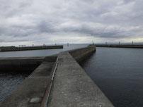 岬漁港 Y字型の波止 外側の波止の写真