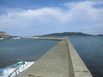 伊上漁港 河口側の波止