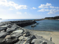 尻川海水浴場 石積の波止の写真