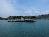 須佐漁港 港内の岸壁の写真
