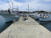 南風泊港 竹の子島側の波止の写真