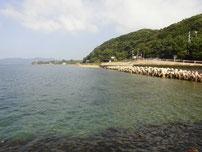 粟野漁港 護岸横・砂地