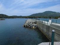 須佐漁港 左側の波止 の写真