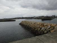 岬漁港 宇部空港側の波止 付け根の波止の写真