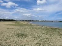 ひこっとらんど 砂浜・左側の護岸の写真