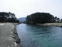 菊ヶ浜海水浴場 左端の流れ込みの写真