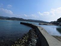 阿川漁港 中央の波止の写真