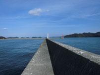 仙崎漁港 左側手前の波止 の写真