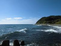 二見漁港 外波止横のゴロタ浜の写真