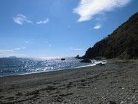 沖側の波止 横の地磯の写真