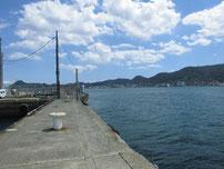 岬之町 赤灯台堤防の付け根付近の写真
