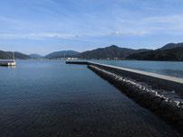 白潟漁港 右側の波止の写真