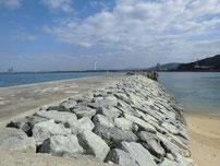 脇田漁港 擬岩の波止 の写真