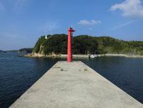 特牛漁港 赤灯台波止の写真