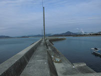 西浦漁港 手前の波止 の写真
