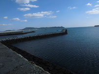 大海漁港 右側の波止・先端石積の波止の写真