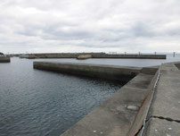 岬漁港 Y字型の波止 内波止の写真