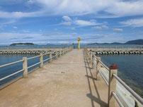 ひこっとらんどマリンビーチ 中央の波止の写真