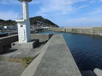 川尻漁港 正面の波止 左側 の写真