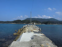 阿川漁港 沖側の波止の写真