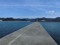 仙崎漁港 右側先端の波止 の写真