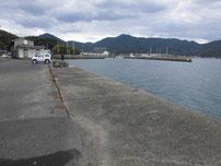 小島港 奥側の護岸の写真2