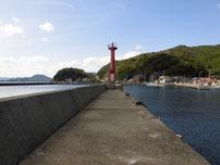 田ノ浦漁港 赤灯台が有る波止の写真