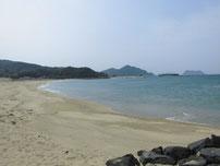 橋本川河口 波止横の砂浜の写真