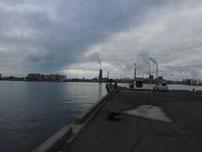 宇部港 先端付近の波止の写真