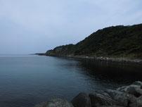 角島 牧崎手前の波止 右側の岩場