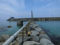 宇田港 港内・左側の波止の写真