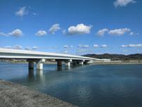 木屋川 バイパスの橋桁の写真