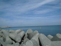 川尻漁港 正面の波止 右側 の写真