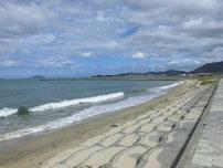 綾羅木川河口部 垢田側砂浜の写真