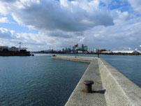 鶴田鉄工所横の波止 先端付近の写真