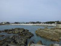 土井ヶ浜 右側の岩場の写真