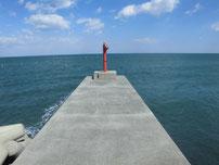 稲童漁港 先端の波止 の写真