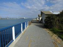脇ノ浦漁港 左側の護岸 の写真